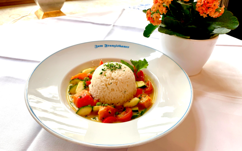 Zum_Franziskaner_Sommer_Speisen_Süßkartoffel_Gemüsecurry_Reis